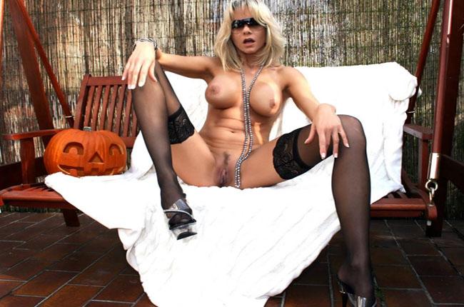 blondes luder stellt sich gratis im livecam sexchat zur verfuegung